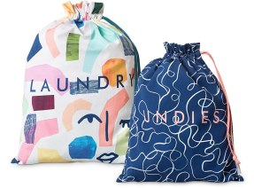 1140989_oliver-bonas_gift_set-of-two-conversation-travel-bags.jpg