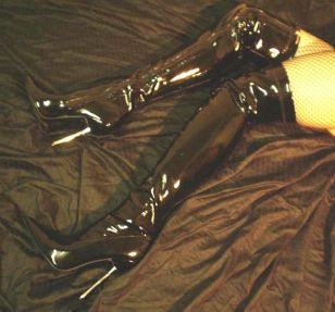 642px-Thigh_High_Boots